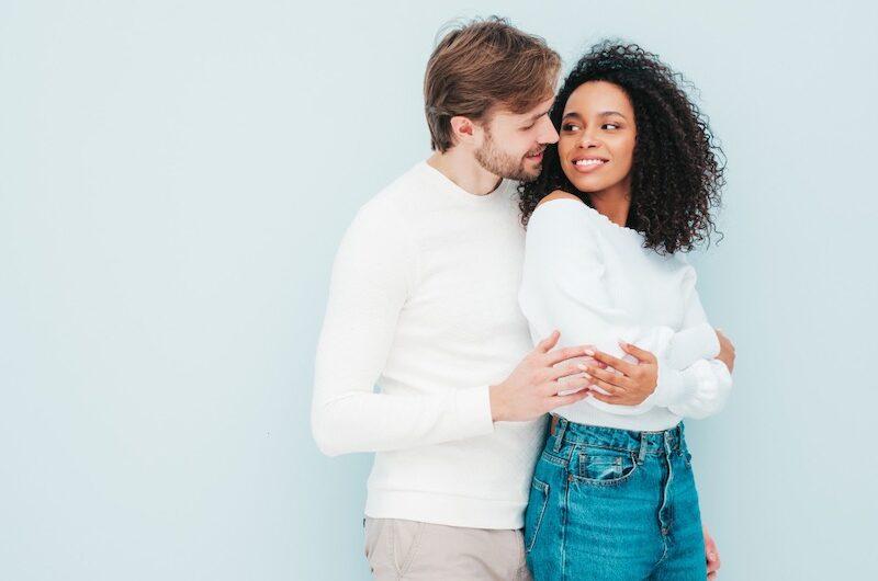 Flirter avec un Homme : Quelles sont les règles à suivre ?